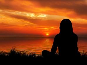 žena 20 sunset-1815991_1920